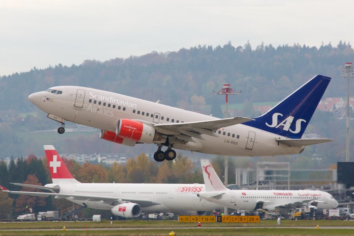 Optimized-SAS_Scandinavian_Airlines_Boeing_737-600_LN-RRR_Zurich_International_Airport