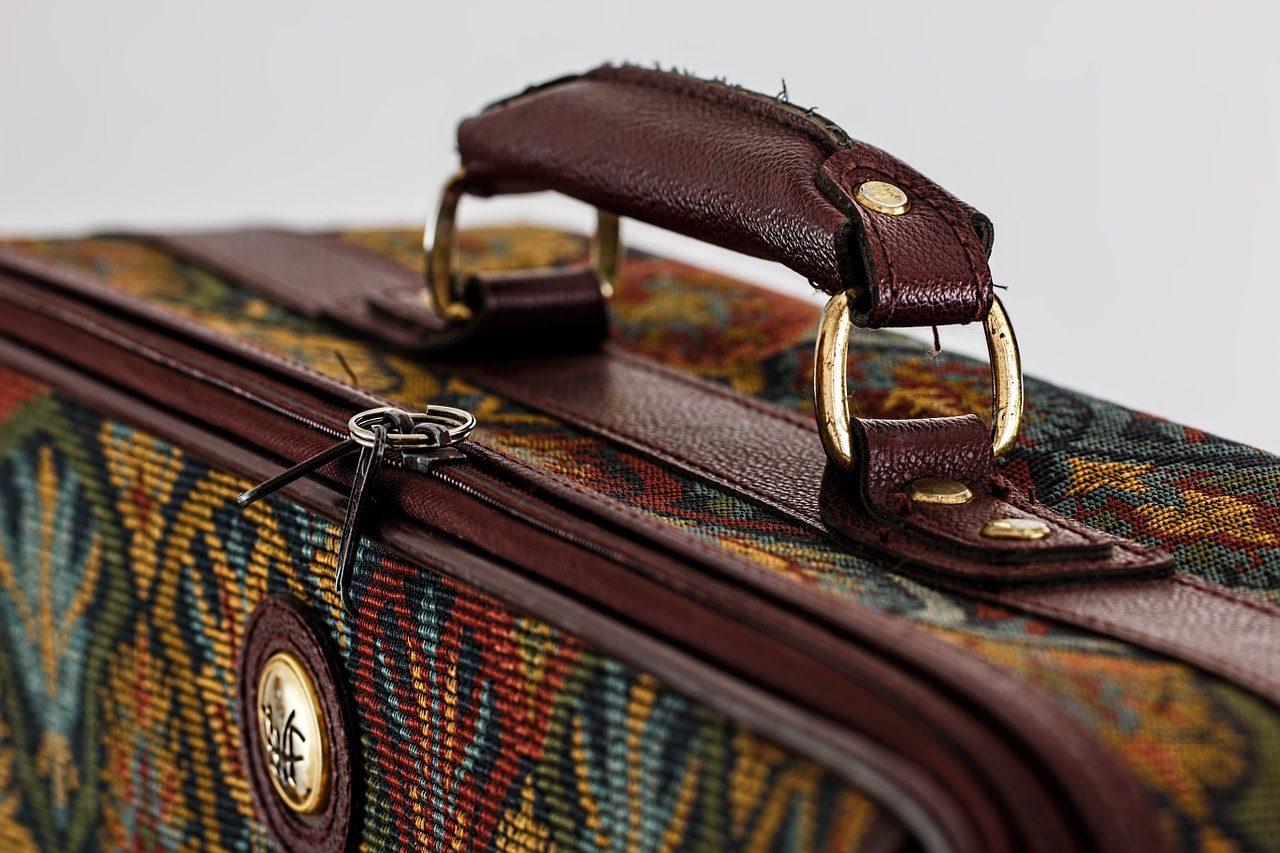 suitcase-468445_1280-min