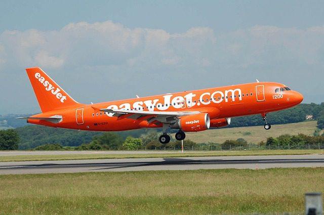 airplane-750743_640