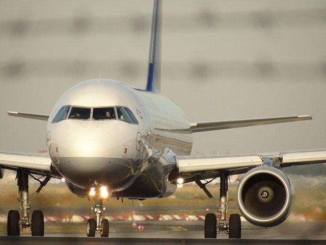 aircraft-1023968_640