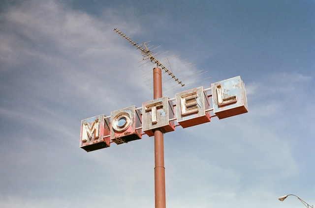 hotel-sign-motel