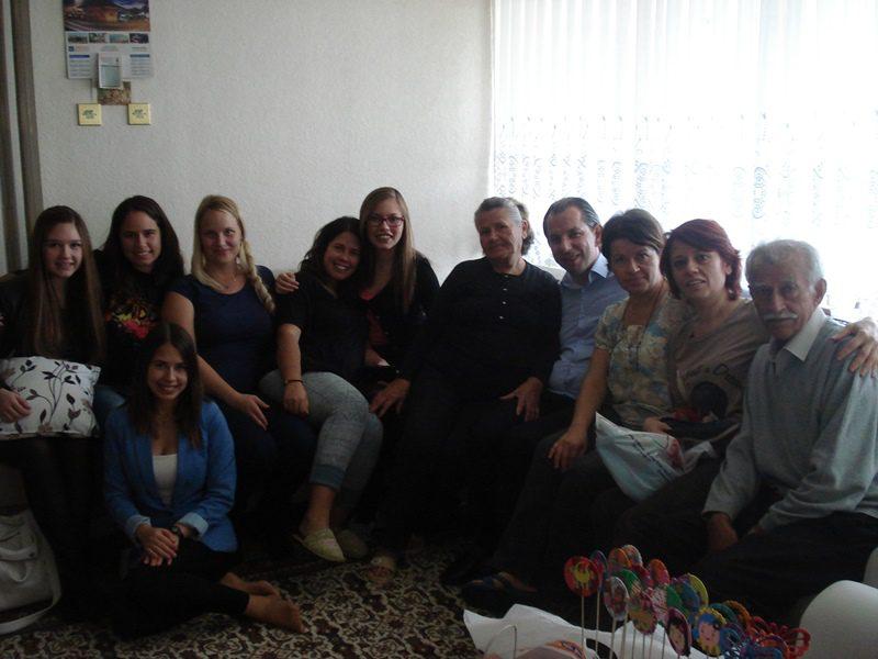 Türklaste jaoks väga oluline tähtpäev Bayram. Külastatakse kõiki sugulasi ja vanavanemaid. Pildil emapoolne suguvõsa.