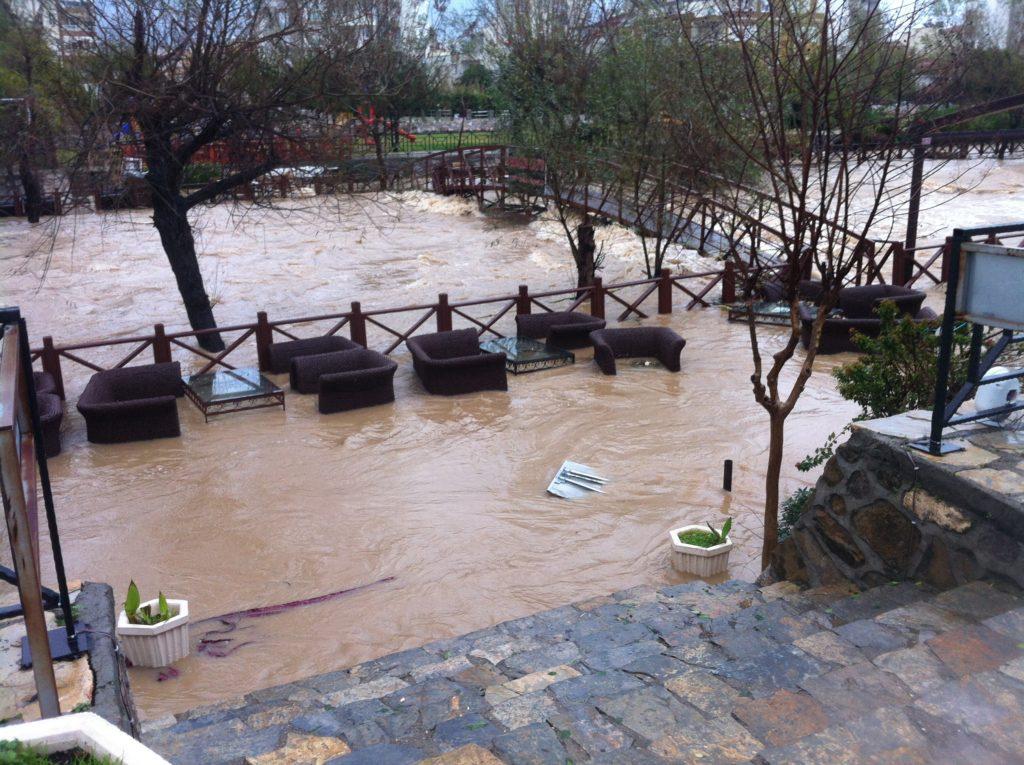 Pilt suurest tormist, mida tekstis mainin.