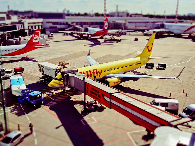 airport-1192440_640