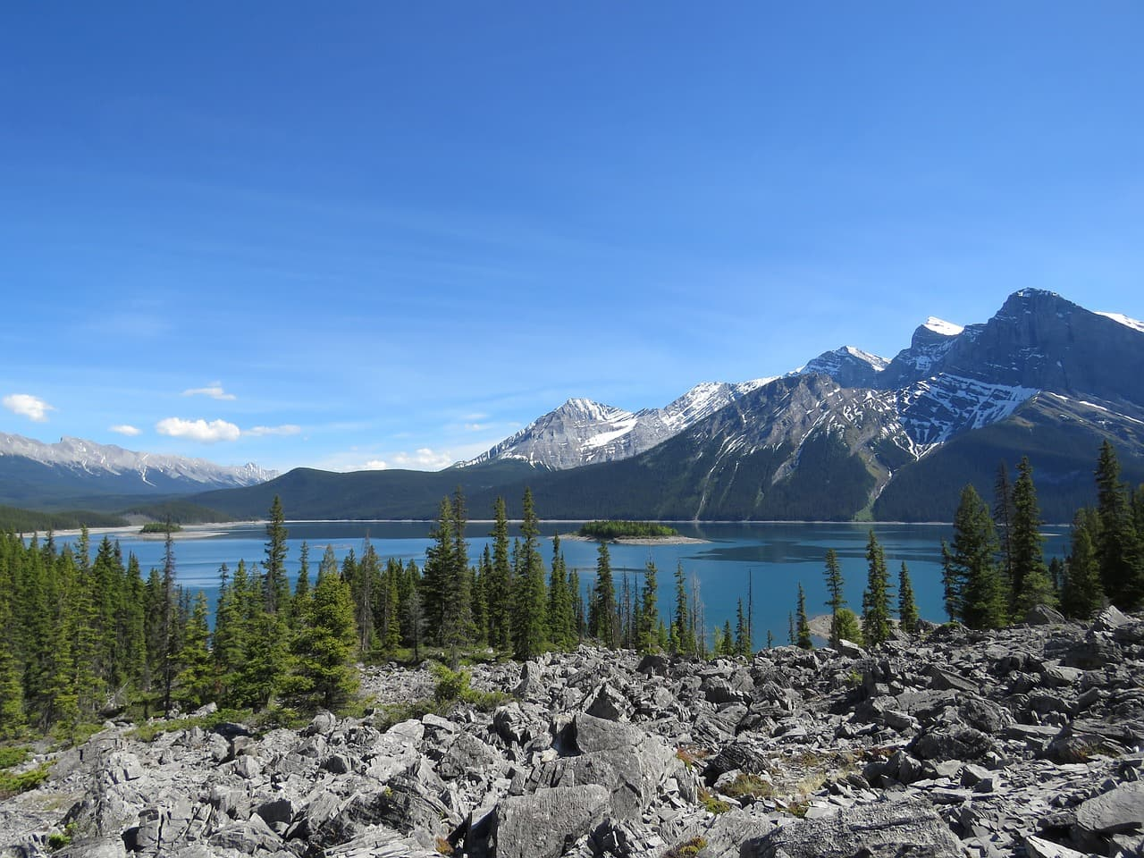 upper-kananaskis-lake-1440134_1280-min
