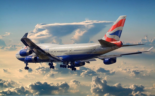 british_airways_boeing_747-400_leaving_town-min