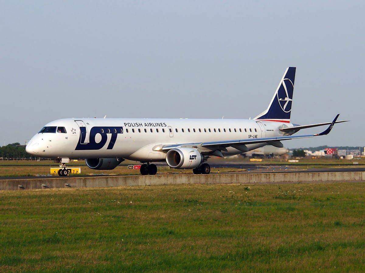 SP-LNE_LOT_-_Polish_Airlines_Embraer_ERJ-195LR_(ERJ-190-200_LR)_-_cn_19000583,_taxiing_22july2013_pic-001-min