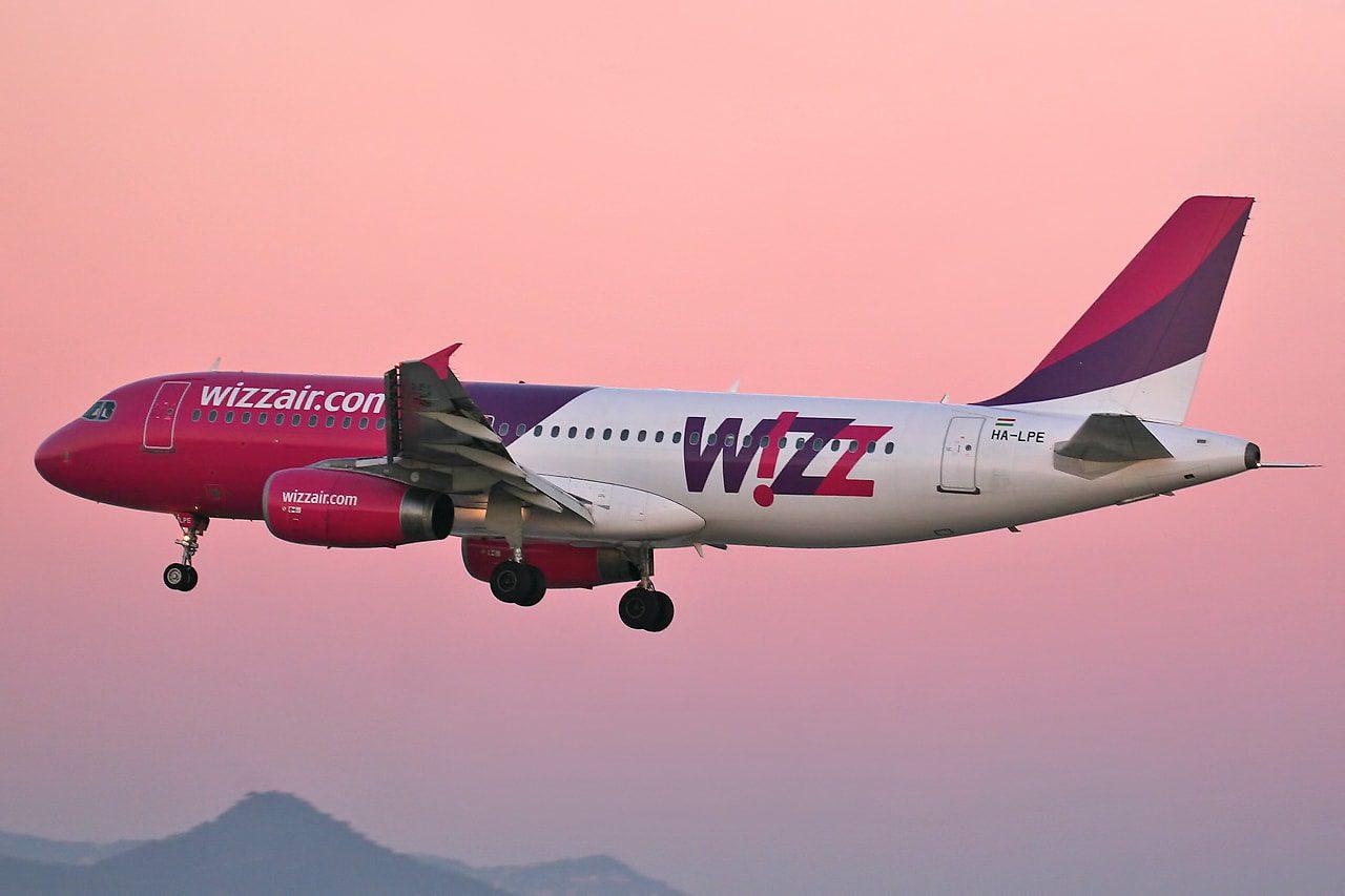 Airbus_A320-233_Wizz_Air_HA-LPE_(8399569664)-min