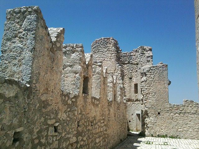 rocca-calascio-598065_640