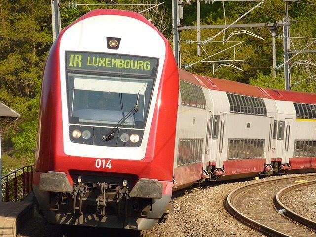train-1054874_640